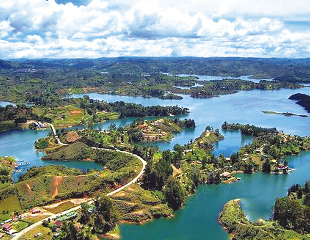 Rent a car or Suv´s and visit Guatapé