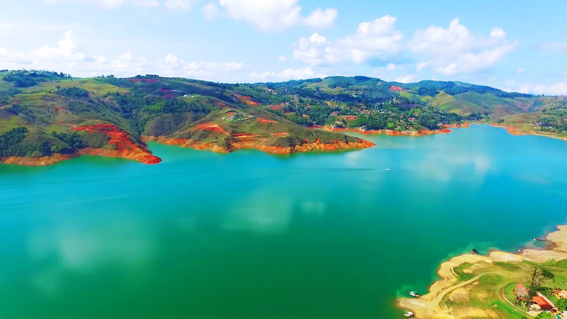 Disfruta  recorrer el lago calima con la renta de vehiculos en Pereira