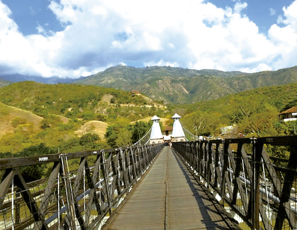 Alquila un auto, carro o camioneta y visita Santa Fe de Antioquia